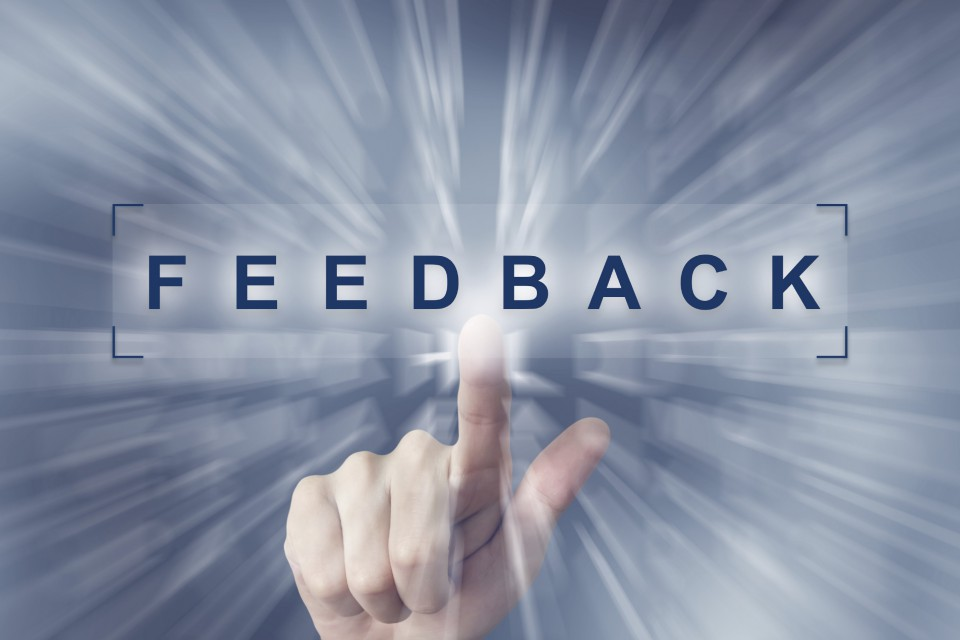 hand clicking on feedback button